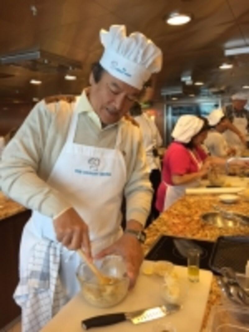 ルーズ船の料理教室に参加したときの米山さん