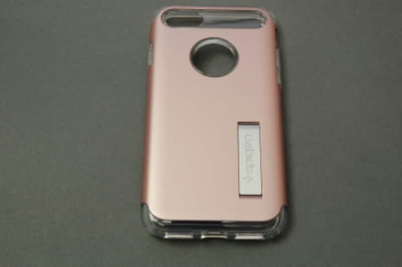「iPhone7ケーススリムアーマー」(Spigen)の価格は3390円(税込)だ。今回紹介するカラーはローズゴールド。