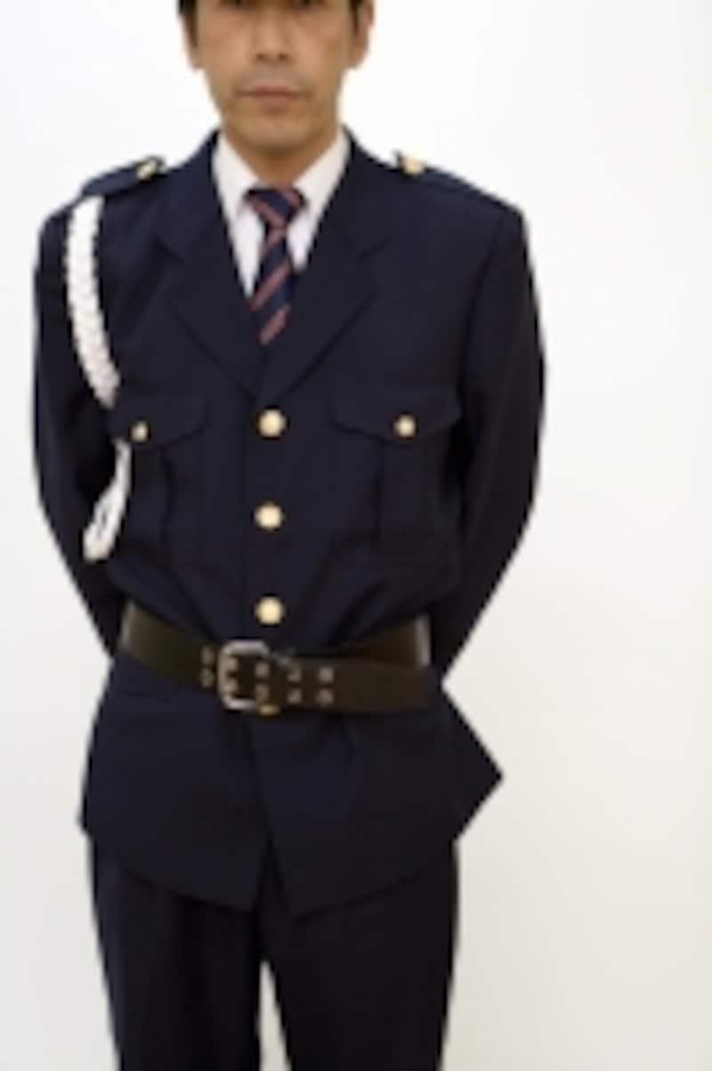 警察や消防、ナース服なども基本的には出品不可。企業の制服もNGとなる。