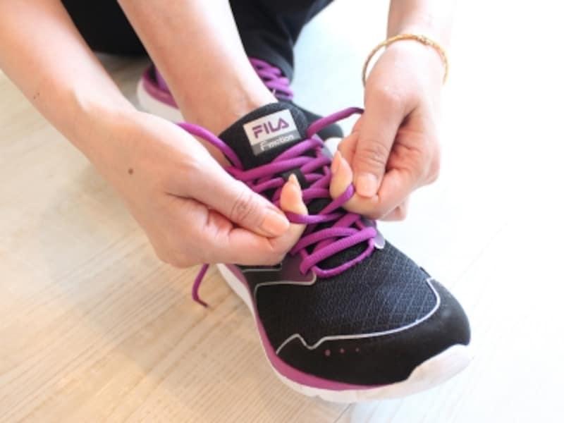 靴ひもは足の甲から絞めましょう