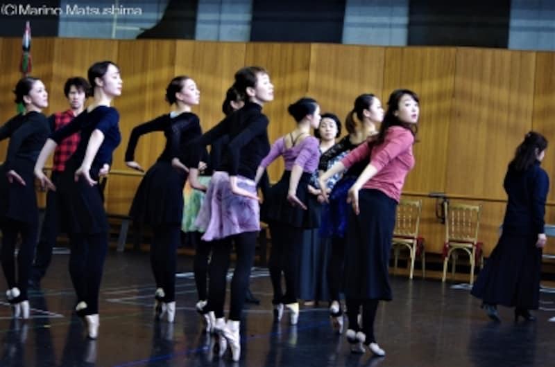 『オペラ座の怪人』稽古より、「ハンニバル」で踊るバレエ・ダンサーたち。(C)MarinoMatsushima
