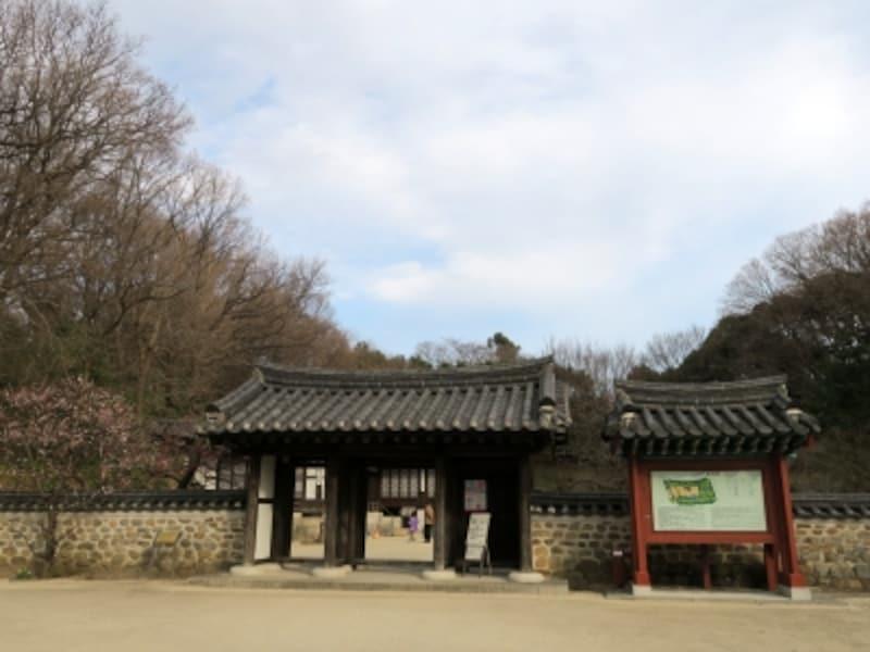 神奈川県と韓国・京畿道(きょんきどう)との友好提携を記念して作られた「コリア庭園」。入園は無料(2017年3月11日撮影)