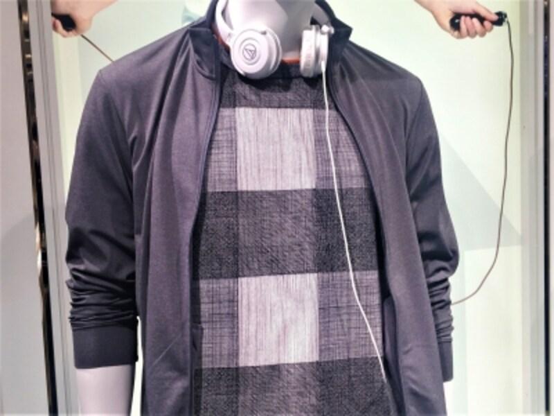 SPRZのTシャツに機能性カジュアルウェアを合わせた提案。30代ならば、ブルゾンではなく機能性ジャケットが合わせやすいかも!
