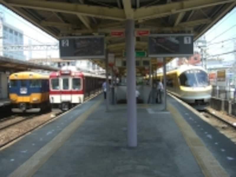 「大和西大寺」駅ホーム。奈良はもちろん京都・大阪・神戸方面へ乗り換えなしの一直線です。