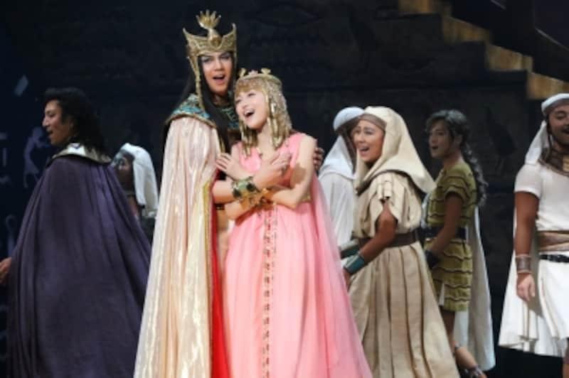 『王家の紋章』2017年公演より。写真提供:東宝演劇部