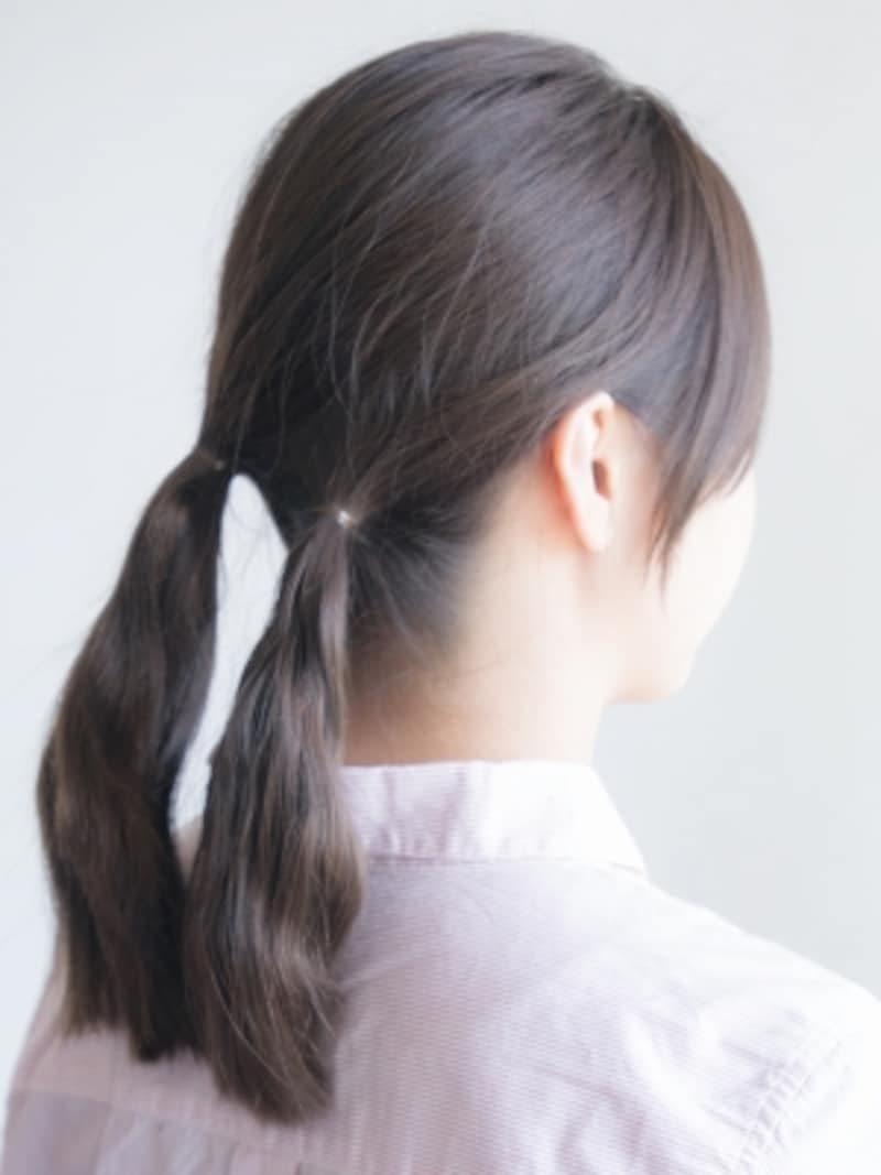 両毛束が近めになるように結ぶ