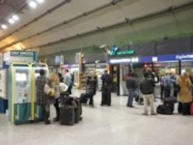 荷物が多い、注意力が散漫になりがちな空港や駅も気をつけよう