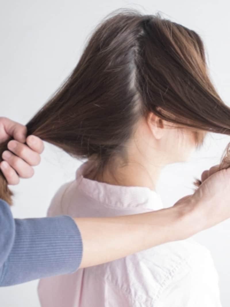 サイドの髪をざっくり分ける