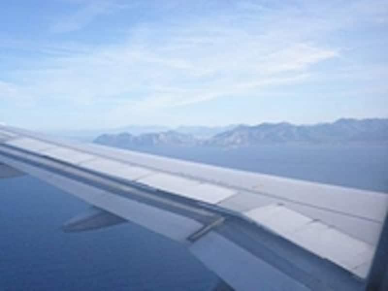 国内線は国際線に比べて低い位置を飛ぶため、イタリア上空からの景色も楽しめます
