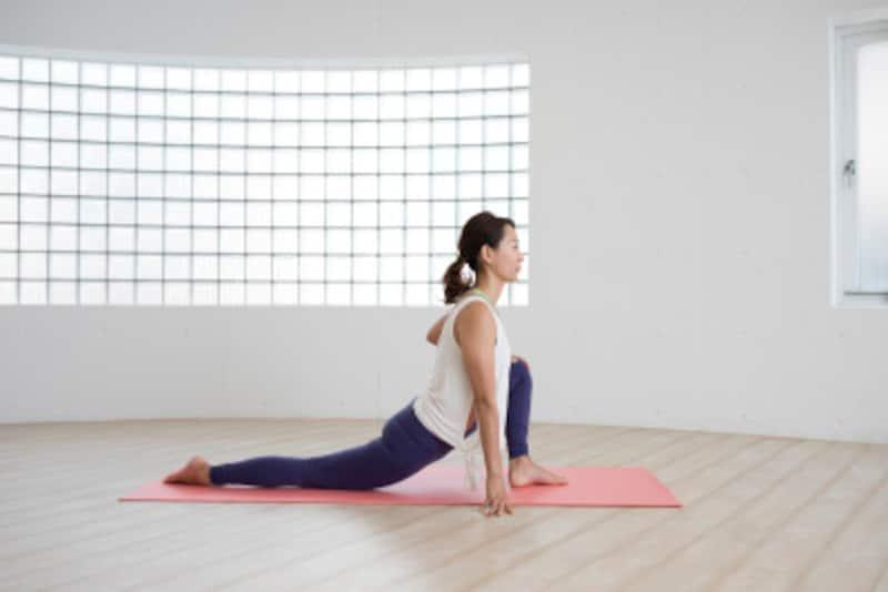 股関節ストレッチの効果的なやり方や、下半身痩せとの関係をわかりやすく解説します!