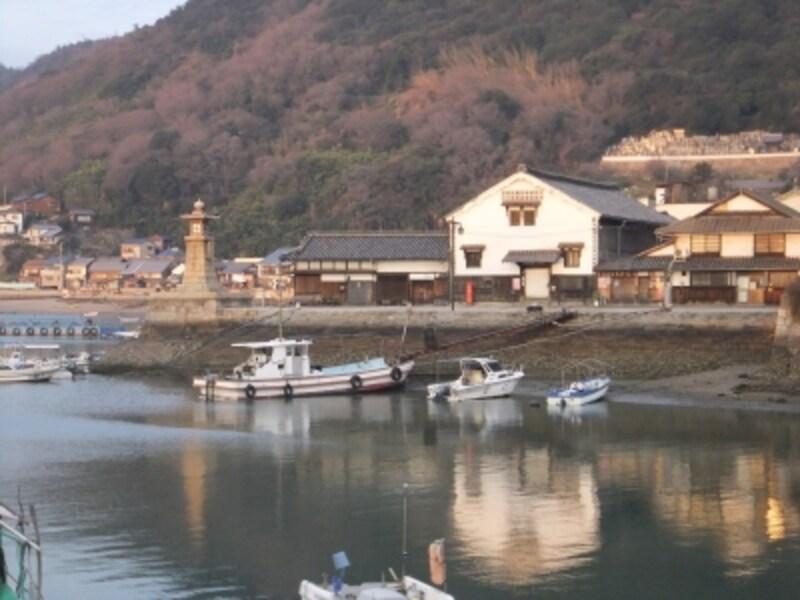 鞆の浦(2)/雁木と常夜燈のある風景