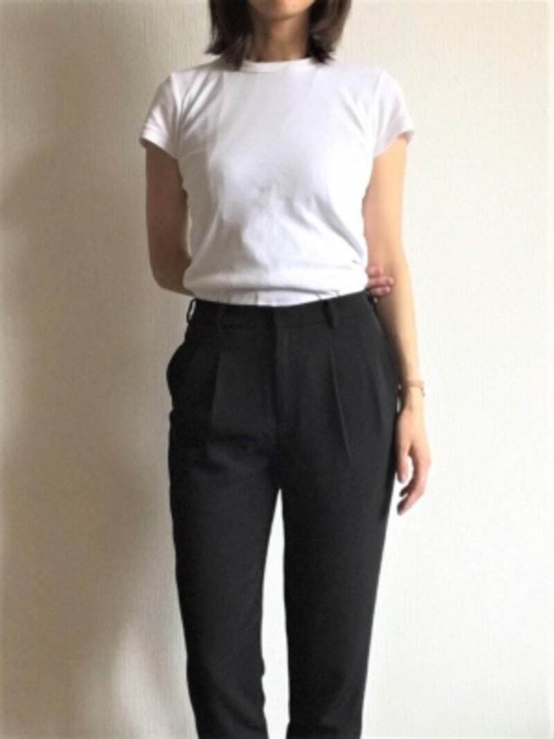 今回はお仕事にも使えるブラックのパンツですがもちろんデニムにも合います