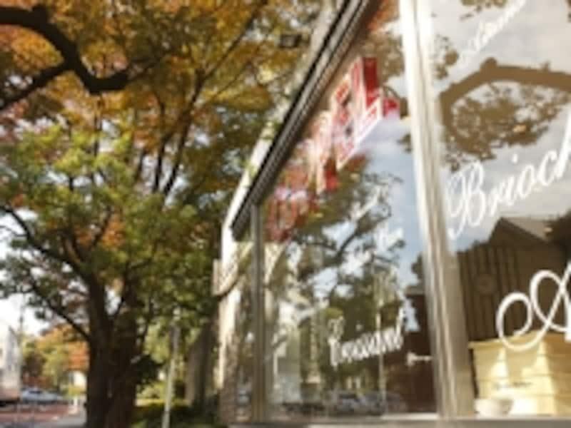キキが働くことになったのがグーチョキパン店の商圏は近隣