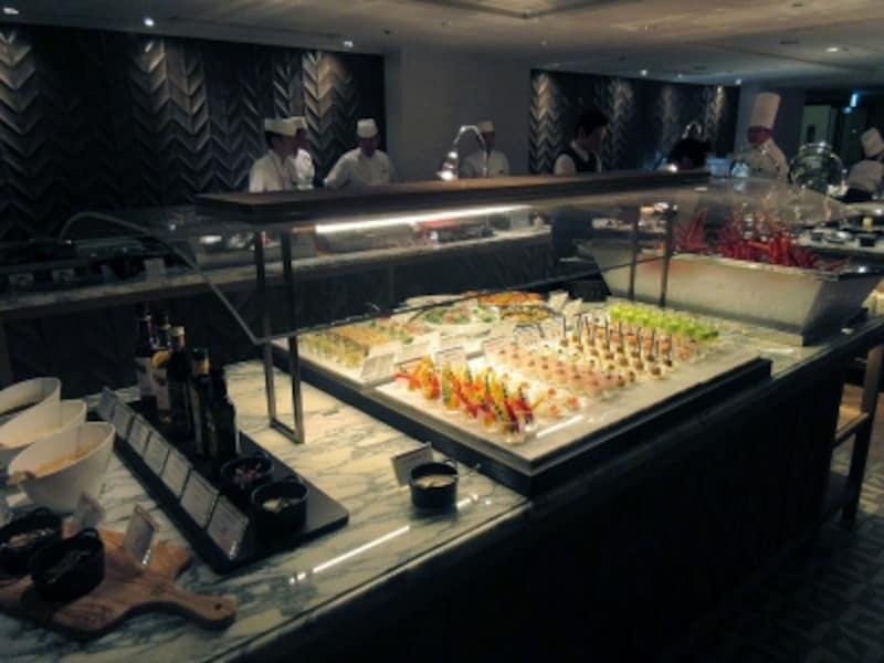 ポルトサラダや冷菜のブッフェ台