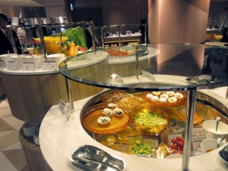 プリンスマルシェサラダや冷菜のブッフェ台