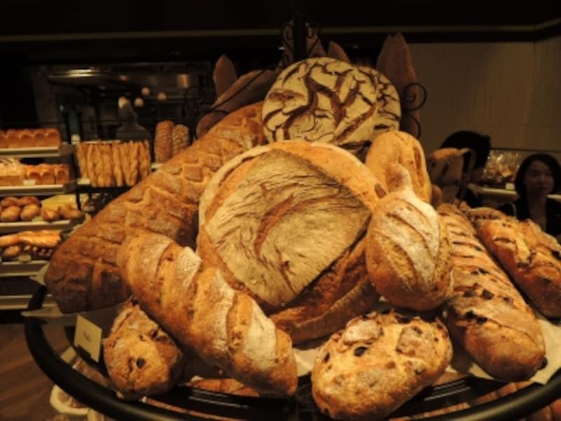 オーセンティックなハード系のパンが揃う