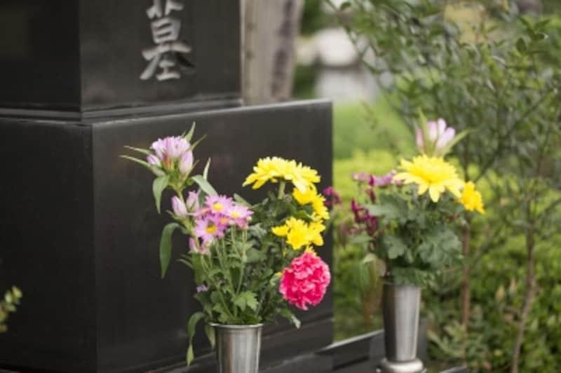 意外と迷う、お墓参りの花。何を選べばいいのでしょうか