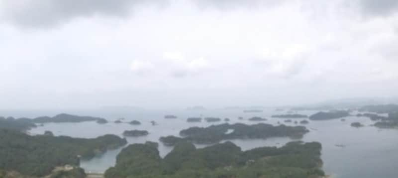 まさに島だらけの九十九島。リアス式海岸を経てこんな風景が誕生したとのこと(2012年3月撮影)