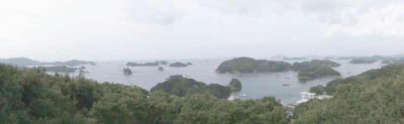 船越展望所からの九十九島の眺め。様々な形の島が並ぶパノラマを楽しめます(2012年3月撮影)