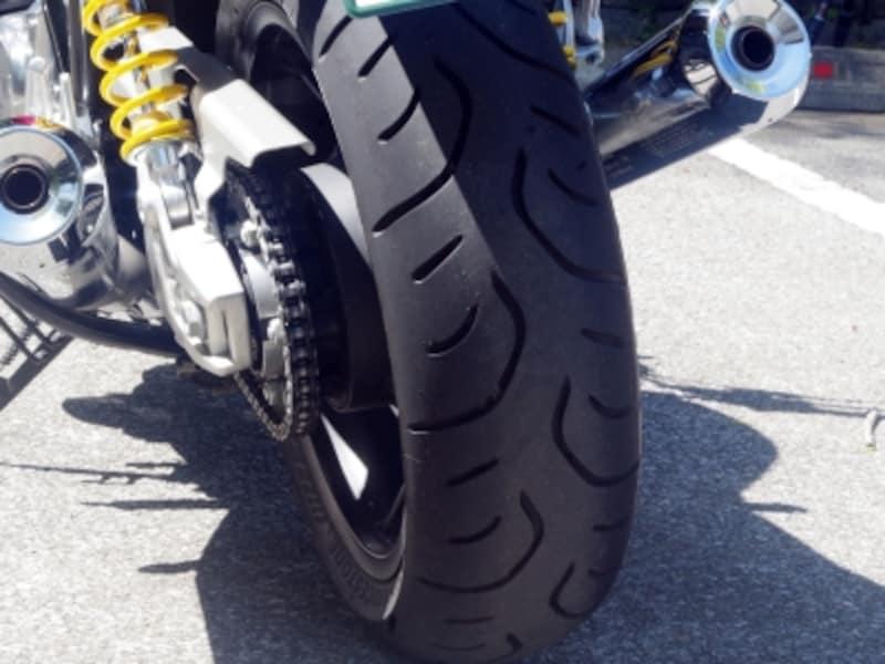 CB1100RSはインチ数が変わっただけでなくタイヤが太くなった