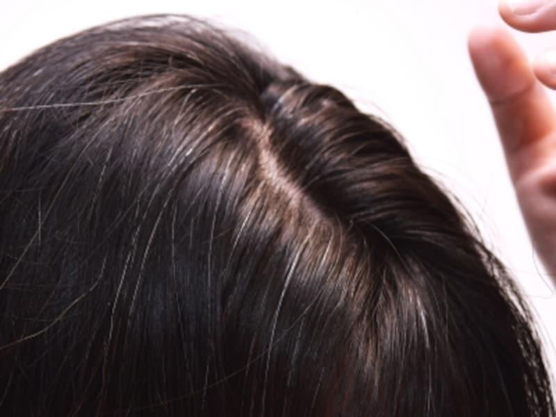 毛根へのダメージが白髪の原因になる可能性も!