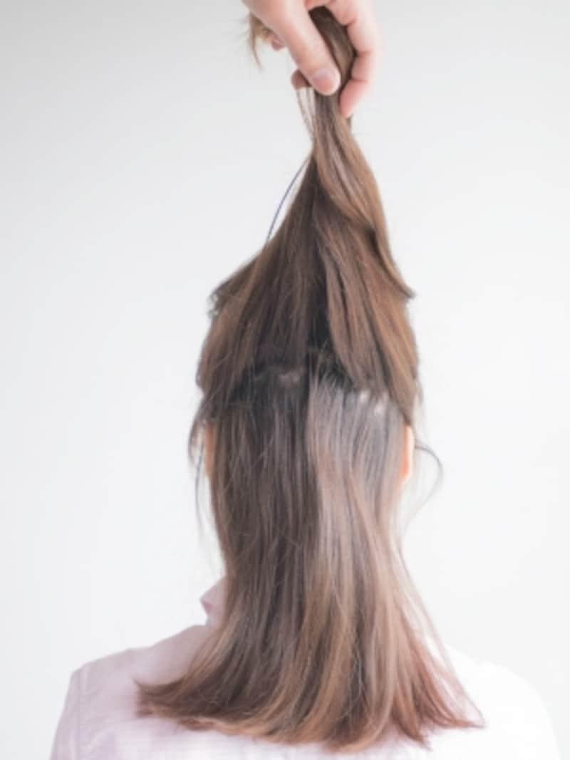 髪をざっくり分けとる