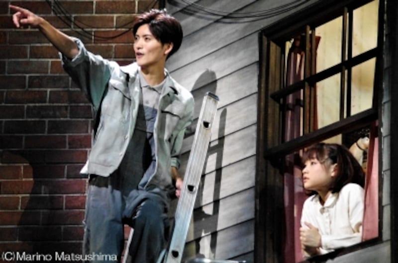 『リトル・ヴォイス』内気な青年ビリー(山本涼介さん)は自分に似たLV(大原櫻子さん)に懸命に語り掛ける。(C)MarinoMatsushima