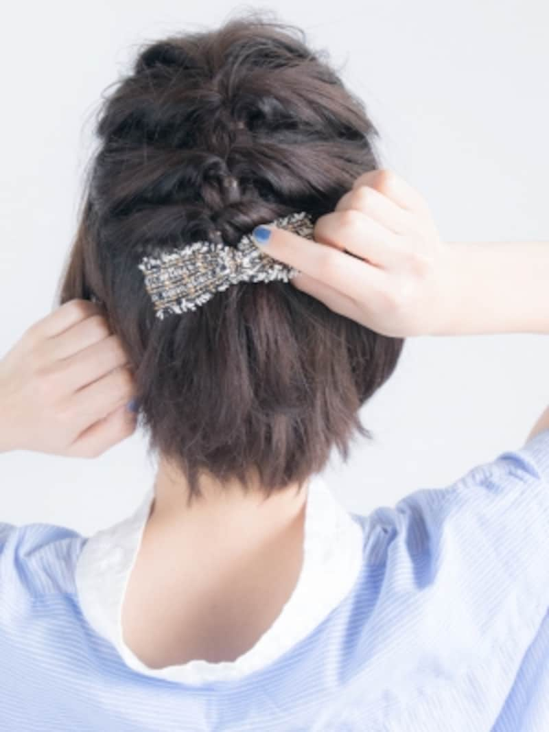 4段目にヘアアクセをつける