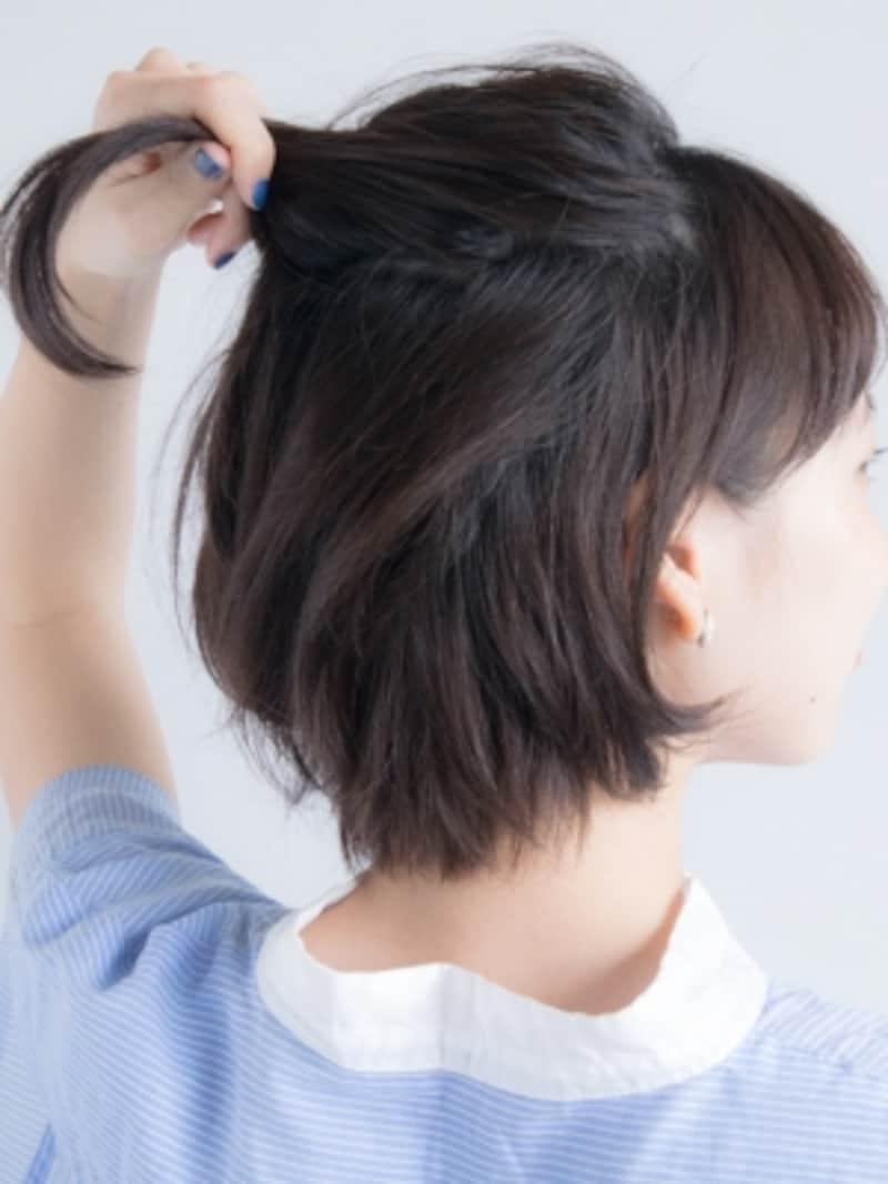 一段目の髪をざっくり分けとる
