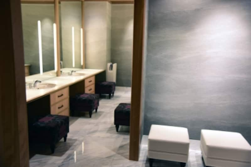 女性用トイレのパウダールーム