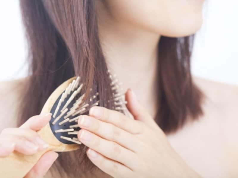 キューティクルの乱れが髪のダメージの原因に