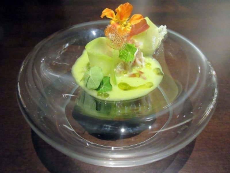 前菜1皿目毛ガニとメロンのスープ