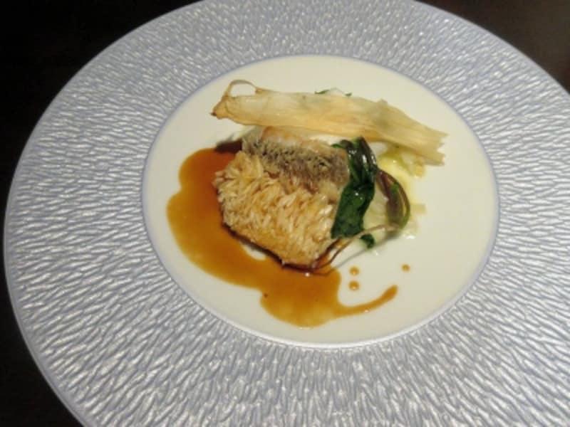 前菜2皿目甘鯛の鱗焼きジュ・ド・ポワソンウドのデクリネゾン