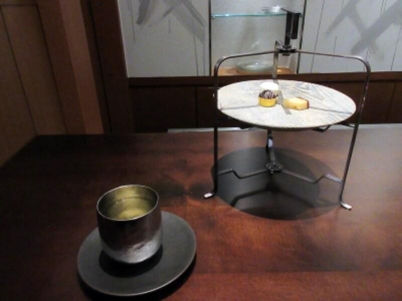 ドリンクとお茶菓子