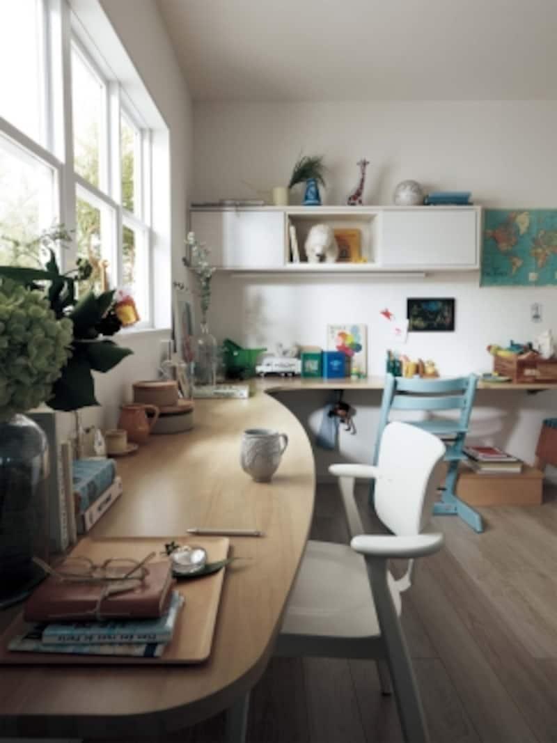 家具としての机ではなく、空間に合わせて、カウンターを設けておいても。[ベリティスundefinedインテリアカウンター]undefinedパナソニックエコソリューションズundefinedhttp://sumai.panasonic.jp/