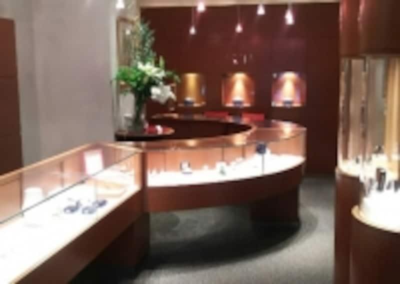 日本初のブライダルジュエリー専門店であるダイヤモンドシライシ銀座本店