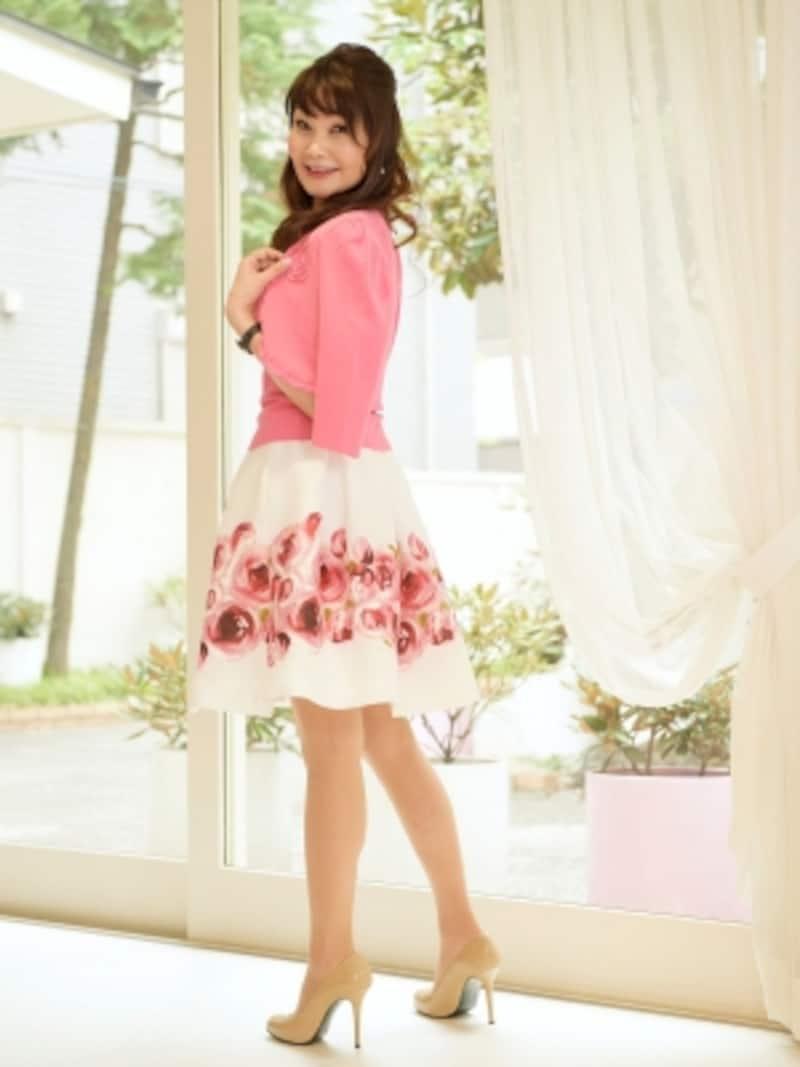 スカートに大きな花柄インナーニットundefined¥16,000undefinedカーディガンundefined¥20,000スカートundefined¥22,000