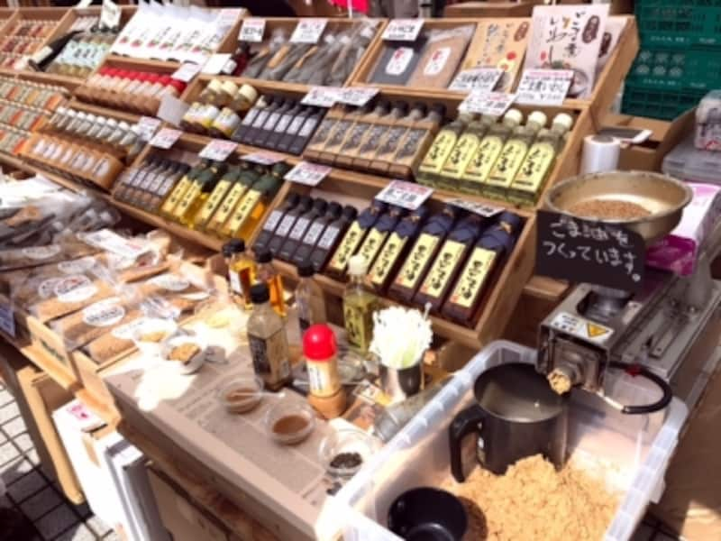 ごま専門店。手作りの「ごま油」!絞る瞬間の香ばしい香りに誘われます