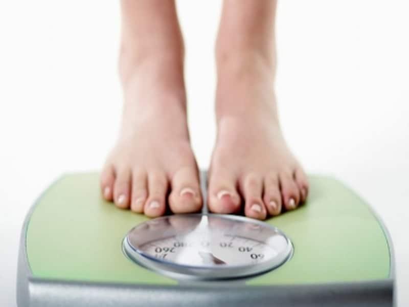 体が硬いと太る?肩甲骨&お腹ストレッチで痩せボディに!