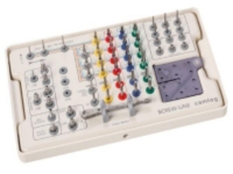 無数にあるインプラントシステム。それぞれ使用する器具も異なります。