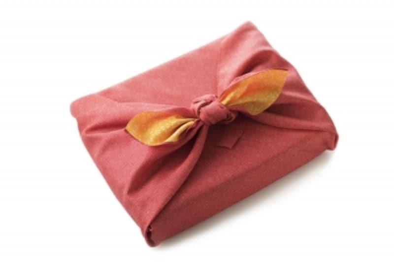 風呂敷のマナー!包み方と渡し方、選び方、粋に使いこなすコツ