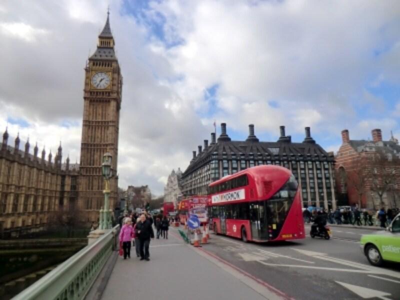 おなじみロンドンのシンボル、二階建てバスとビッグベン
