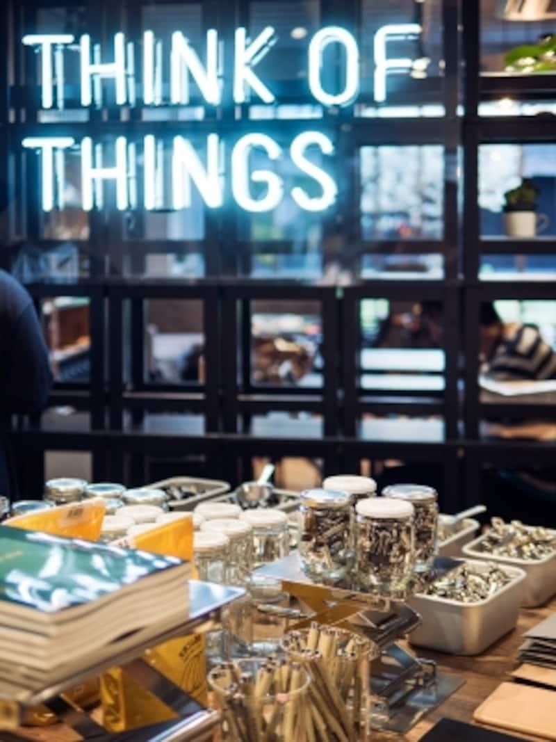 販売スペースには独自の視点でセレクトした文具や雑貨が並びます。