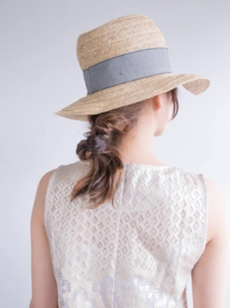 麦わら帽子に似合う簡単くるりんぱアレンジ・ロング