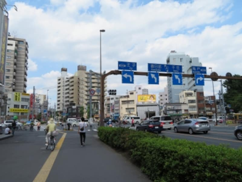 三ノ輪駅近くの交差点