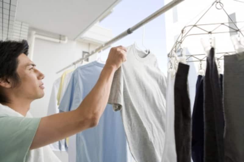 洗濯物を干しているときに締め出しをくらう。実はよくある出来事だ