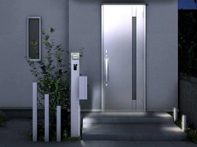 表札を照らすLED照明とフットライトがビルトインされ、夜間美しくライトアップ。[ファンクションユニットアクシィ1型]undefinedLIXILundefinedhttp://www.lixil.co.jp/