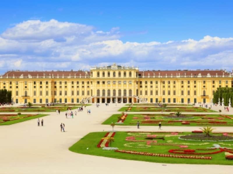 シェーンブルン宮殿とフランス・バロックの幾何学式庭園