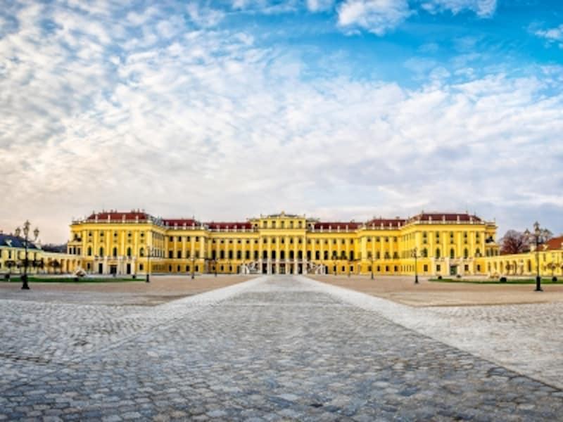 マリア・テレジア・イエローが美しいシェーンブルン宮殿