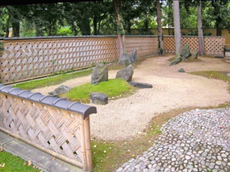 日本庭園の枯山水